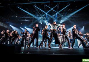 Akrobaten, Tänzer, Schauspieler, Musiker und Illusionisten aus aller Welt verwandeln die Autostadt sechs Wochen lang in ein buntes und einzigartiges Festivalgelände. Foto: Christian Glatthor