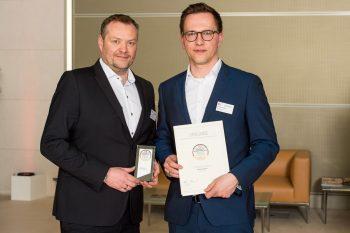 Starkoch Christian Henze (links), die Küchen- Aktuell-Geschäftsführer Sascha Küpers und Andreas Puchta. Rechts daneben: Schauspieler Sky du Mont mit Geschäftsführer Karl Schmidt.