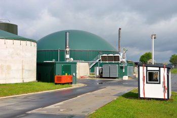 Eine Biogasanlage steht auf dem Gelände des Beuchter Guts. Foto: Kjell Sonnemann