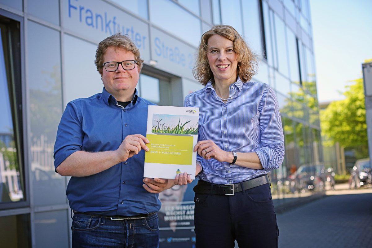 Patrick Nestler und Erste Verbandsrätin Manuela Hahn haben einen Plan für die Region. Foto: Holger Isermann
