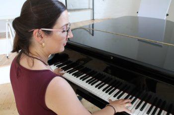 Sie spielt Klavier und Cello und singt im Dom-Chor: Auch privat ist ihr Kultur wichtig. Foto: Derya Özlük