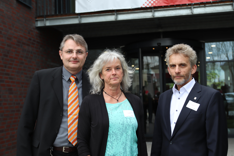Dipl.-Ing. Harald Lies, Tamara Ostermann und Dipl.-Ing. Sven-Ove Wähling, Geschäftsführer Netzlink Informationstechnik GmbH. Foto: Merle Janßen