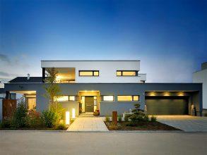 Bauhaus-Architektur: Haus Geyer von Fertighaus Weiss, eine der Gewinner-Immobilien des Hausbau Design Award 2017. Foto: Michael Christian Peters/Fertighaus Weiss