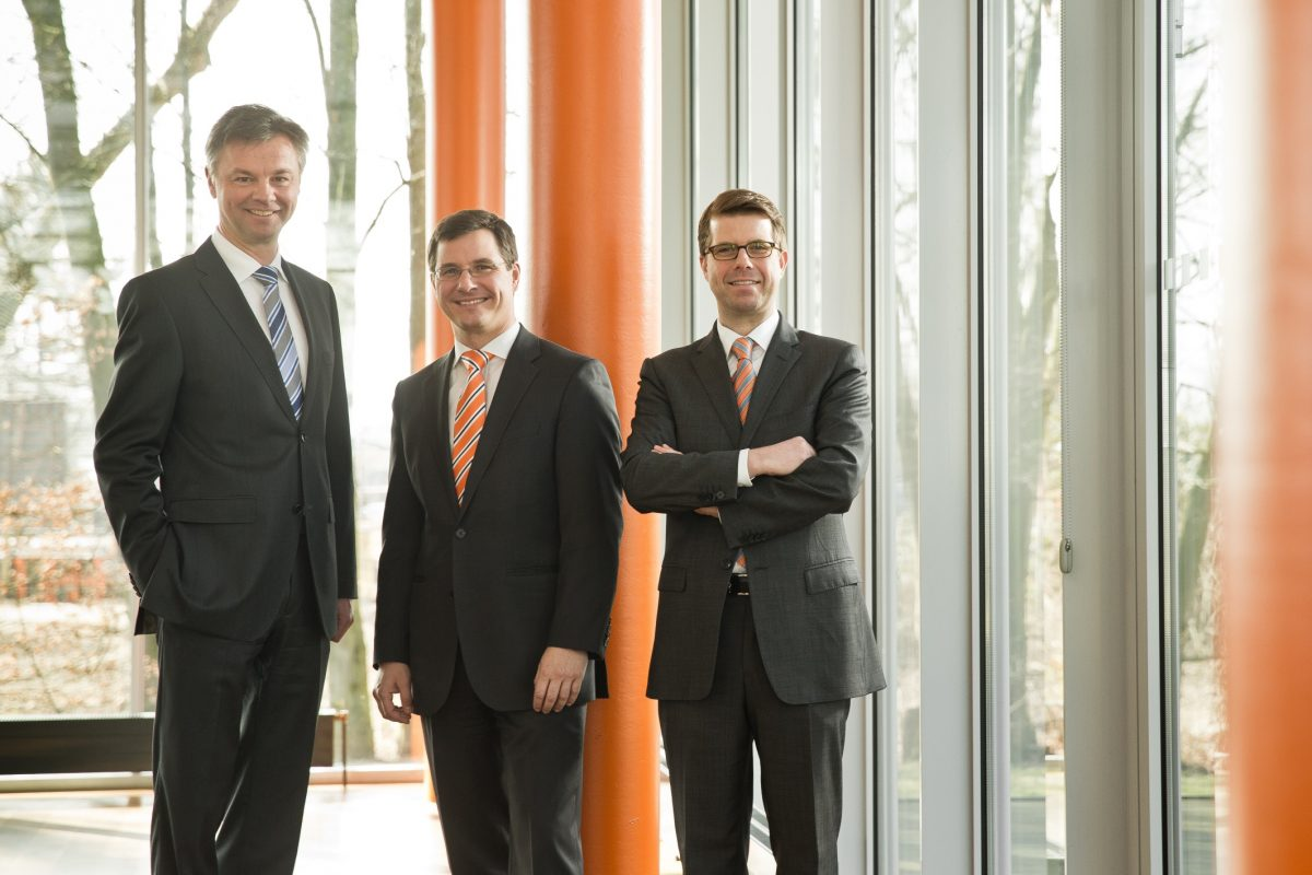 Die Geschäftsleitung der Perschmann Calibration GmbH: Dr. Detlef Rübesame, Geschäftsleiter Technik, Lars Ahrendt, Geschäftsleiter Vertrieb und Justus Perschmann, geschäftsführender Gesellschafter. Foto: Perschmann