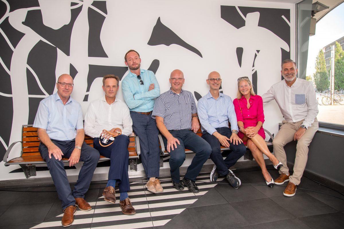 Hans-Joachim Throl, Hans-Dieter Brand, Marcus Körber, Ingolf Viereck, Arturo Herrera, Susanne Pfleger und Uwe Seel bei der Vernissage. Foto: Städtische Galerie Wolfsburg