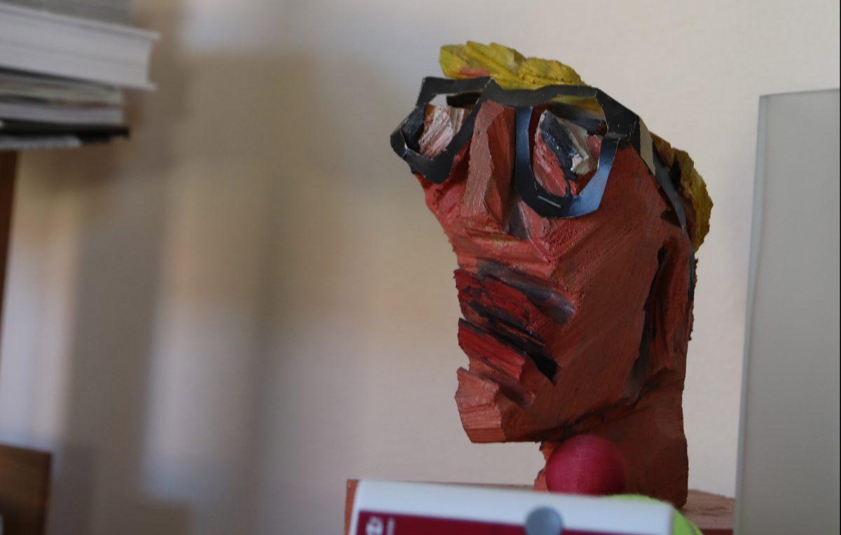 Der Philanthtopie-Berater als Mini-Statue. Künstler: Franz Burkhardt. Foto: Derya Özlük