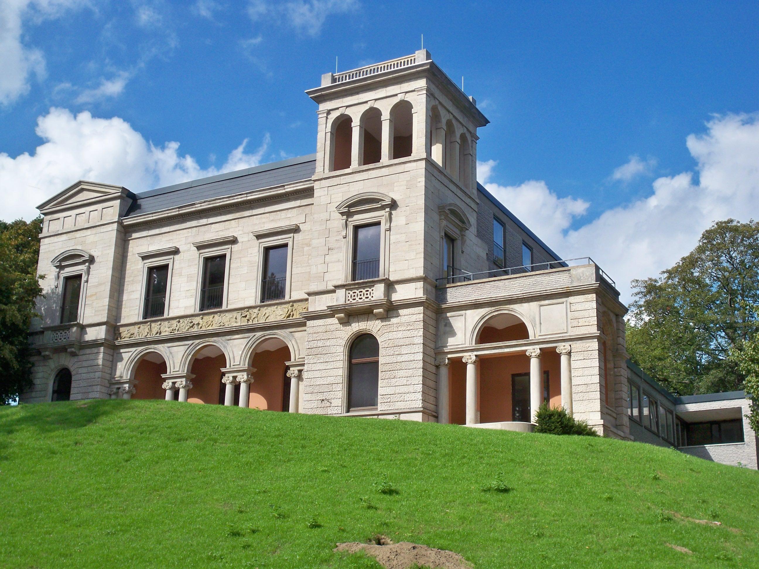 Die ehemalige Löbbecke-Villa am Inselwallpark war von 1968 bis zum Verkauf im Jahr 2009 Gästehaus der TU Braunschweig. Foto: Vanellus Foto/Wikimedia