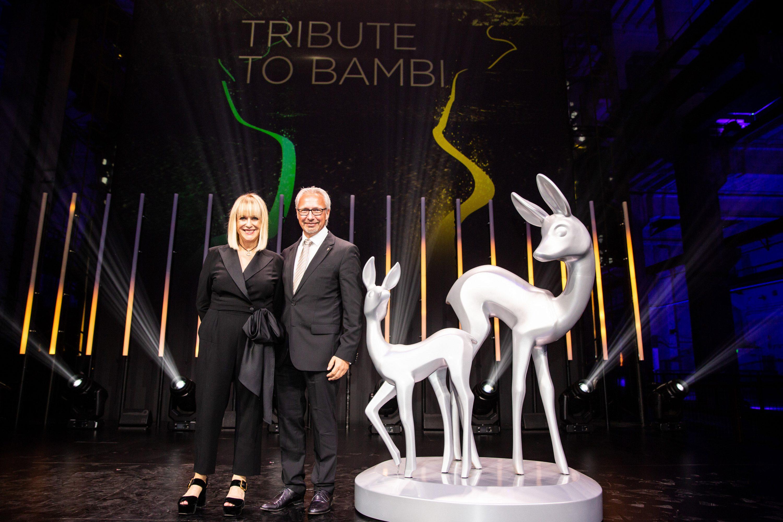 Frau Patricia Riekel, Vorstandsvorsitzende der Tribute to Bambi Stiftung, und Michael Schwarze, Initiator Eine Region für Kinder e.V. Foto: ribute to Bambi Stiftung