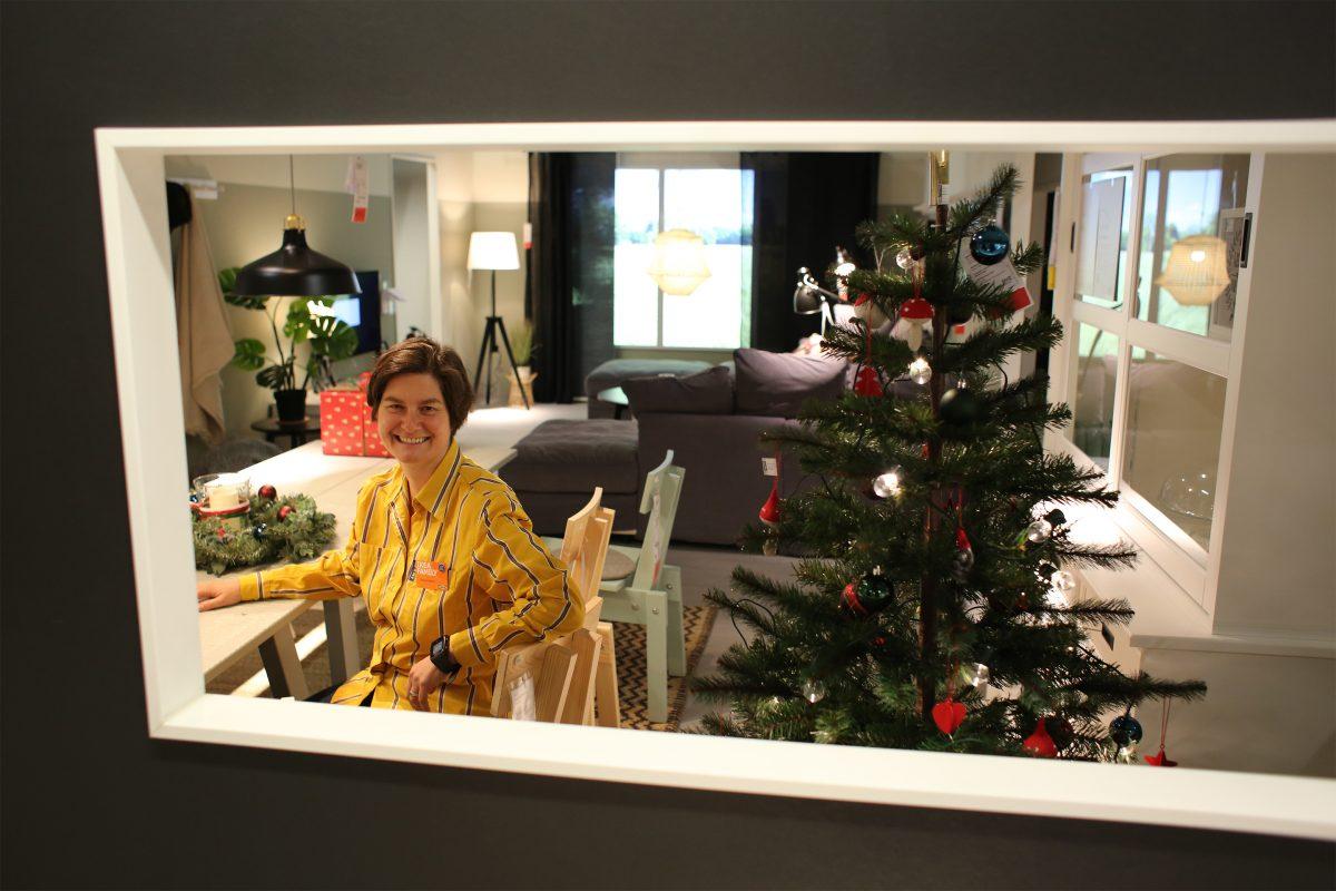 Store Managerin Tanja Fröhlich im winterlich dekorierten Ikea Braunschweig. Foto: Holger Isermann