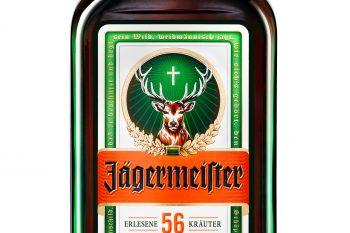 1934 entwickelt der damalige Firmenchef Curt Mast das bis heute geheime Jägermeister-Rezept aus 56 Zutaten. 97 Millionen Flaschen des Kräuterlikörs hat das Unternehmen 2018 verkauft. Foto: Mast-Jägermeister SE
