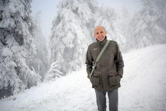 Der verschneite Wurmberg freut auch den Referenten, Prof. Dr. Stefan Küblböck. Foto: Holger Isermann