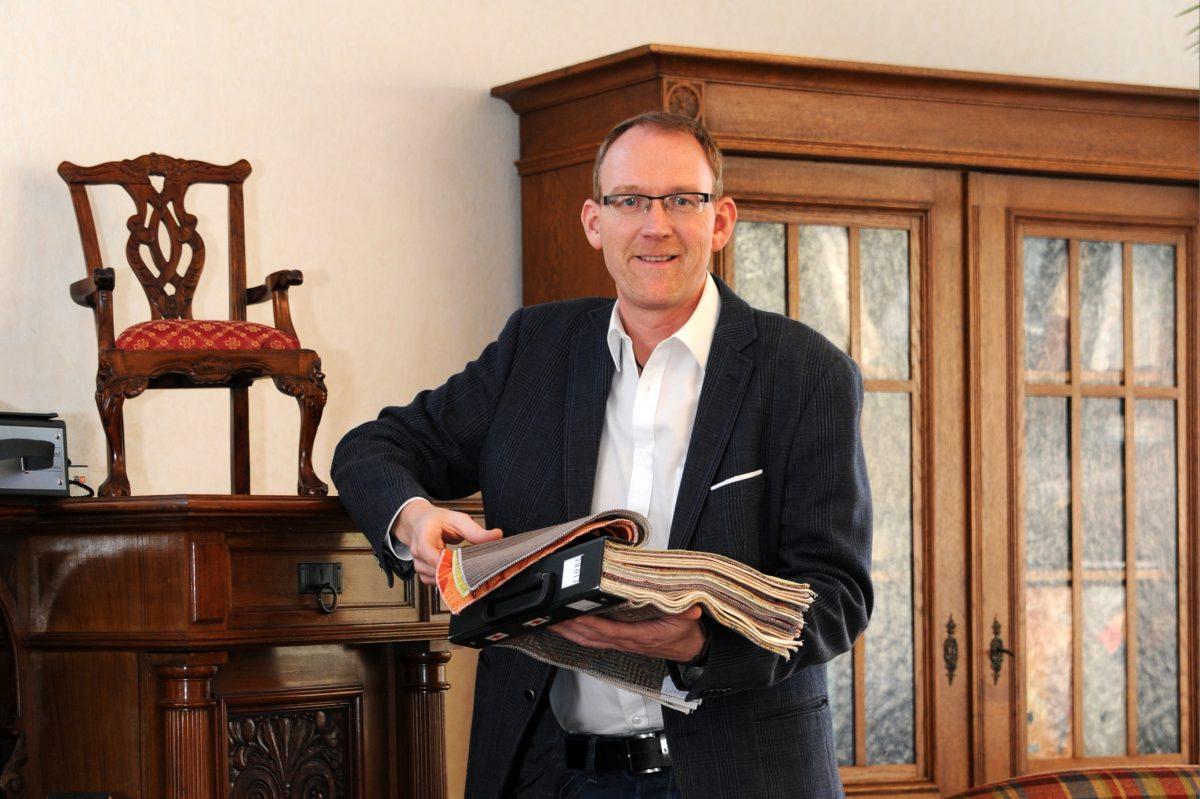 Stefan Elstermann, Geschäftsführer von Polstermöbel Rokohl. Foto: Ptivat
