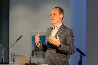 Bestseller-Autor Christoph Keese beim Festvortrag zum 125. Geburtstag der Richard Borek Unternehmensgruppe in Braunschweig. Foto: Michael Seidel