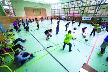 In der Sport-Thieme Akademie wird der Umgang mit neuen Sportgeräten geschult. Foto: Sport-Thieme