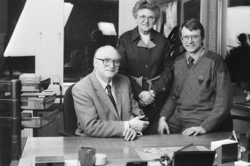 Dr. Hans-Rudolf Thieme (rechts) steigt 1979 in das Unternehmen ein, das Vater Karl-Heinz 1949 gegründet hat. Auch Erika Thieme ist damals in der Firma aktiv. Foto: Sport-Thieme