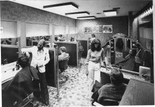 Schlaghosen und Fönfrisuren prägten auch bei Klier in den 70ern das Bild. Foto: Klier