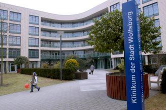 Das Klinikum Wolfsburg (Platz 7) beschäftigt rund 2.150 Mitarbeiter und ist mit 547 stationären Betten eines der größten Krankenhäuser Niedersachsens. Foto: Bernhard Cornes.