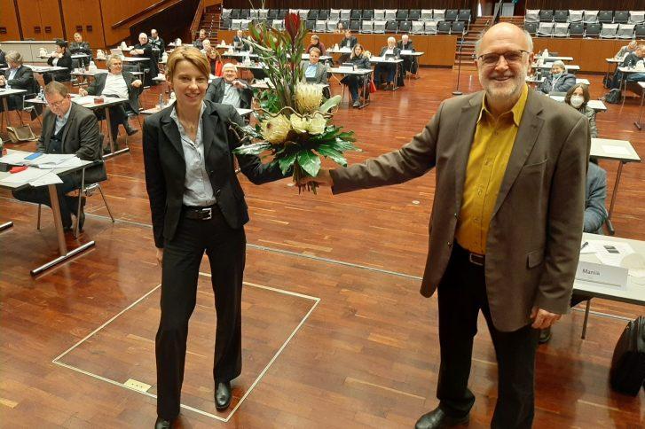 Verbandsvorsitzender Detlef Tanke verabschiedete Erste Verbandrätin Manuela Hahn aus dem Regionalverband. Foto: Regionalverband.