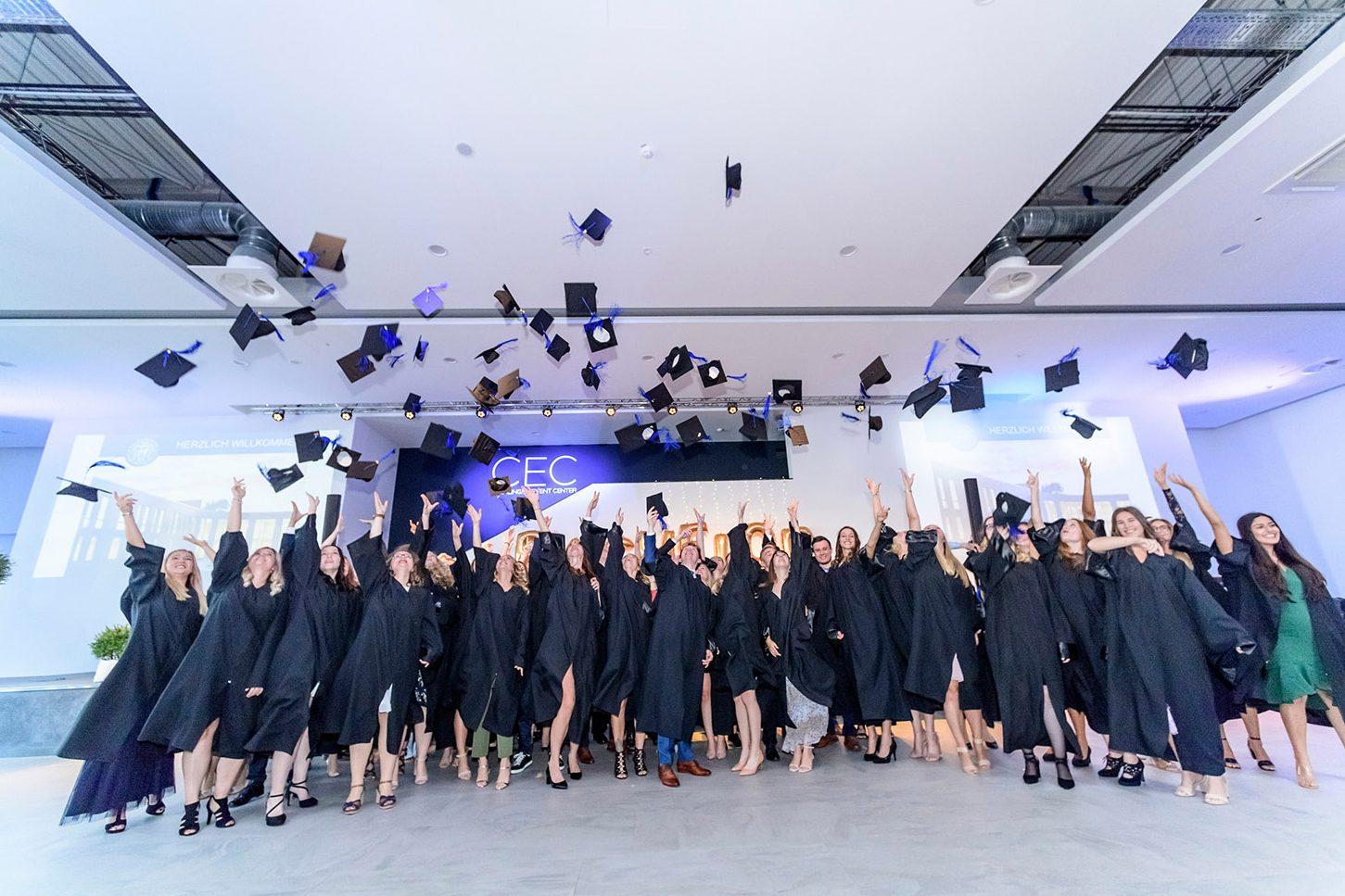 Studierende der WelfenAkademie feiern ihren Abschluss